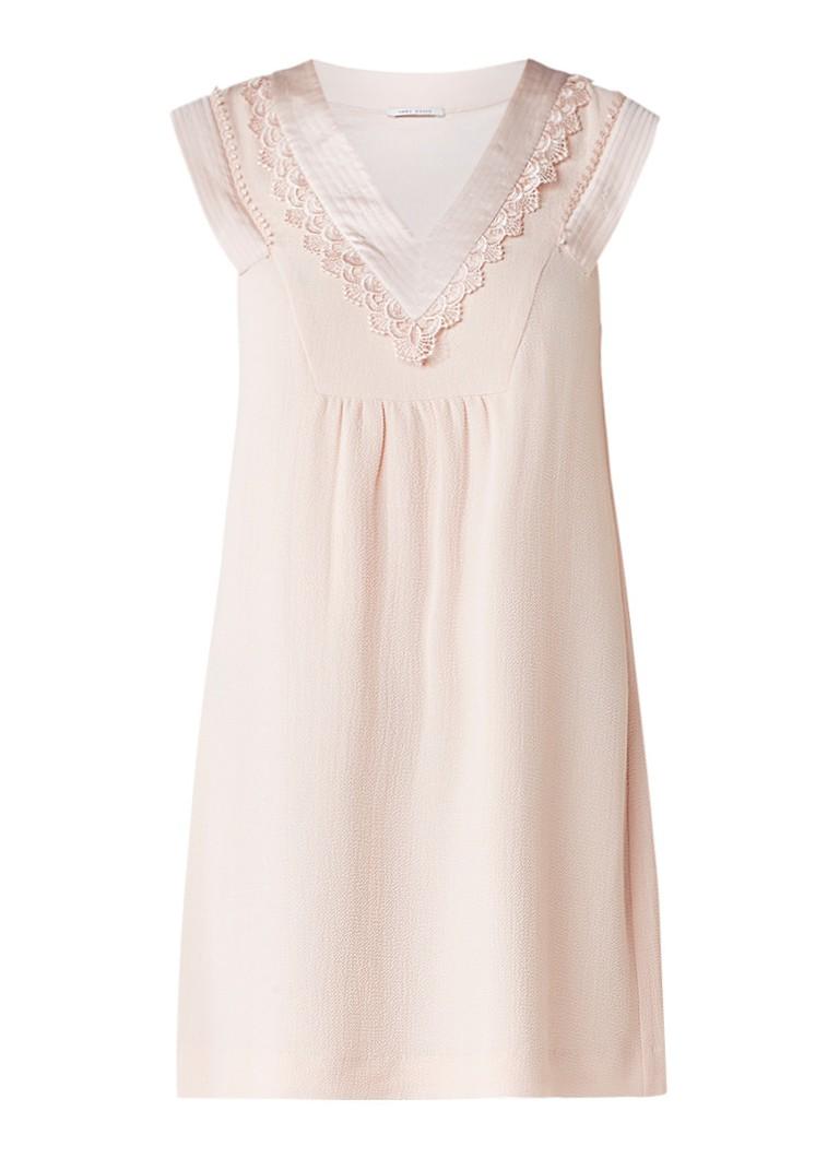 IKKS Babydoll crêpe mini-jurk met V-hals en kanten bies zalmroze