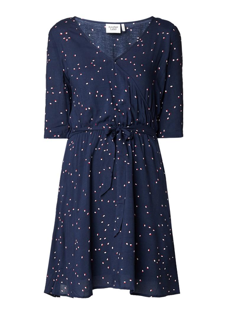 Another-Label Gold A-lijn jurk met overslag en strikceintuur donkerblauw