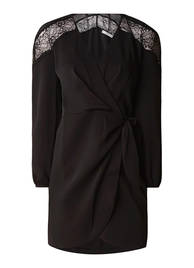 Mango Sugar loose fit jurk van satijn met inzet van kant zwart
