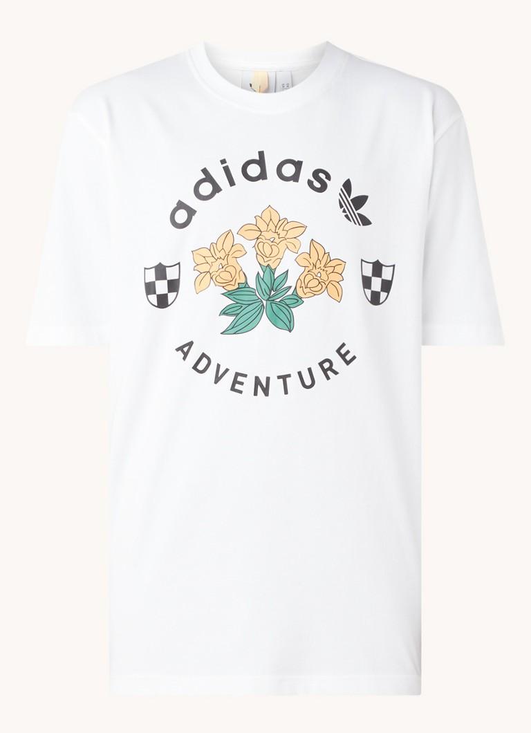 Adventure Flowers trainings T shirt met logoprint