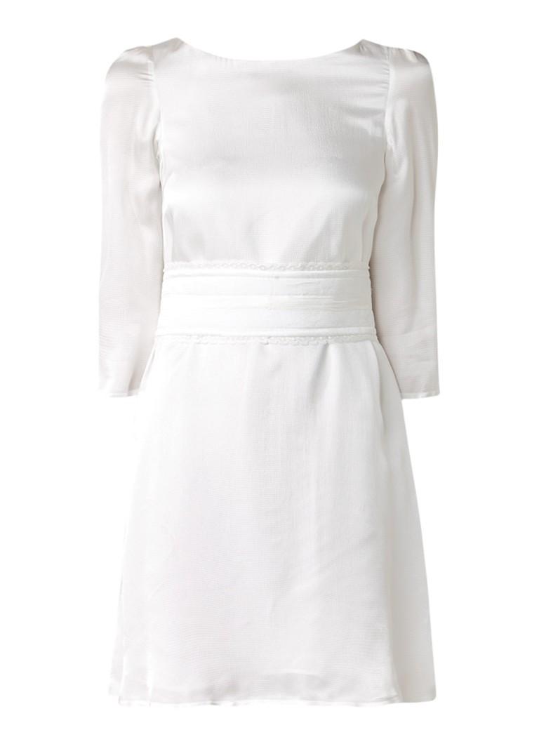 Claudie Pierlot Riffi jurk met decoratie ceintuur gebroken wit