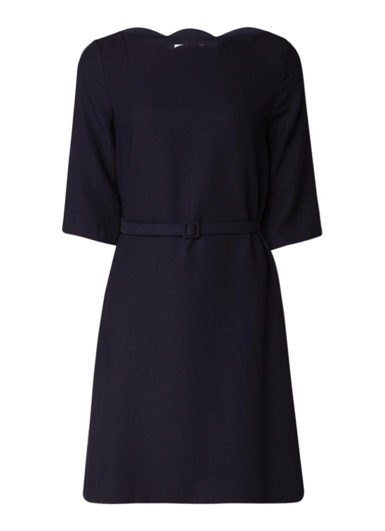 Claudie Pierlot Rainelde jurk met geschulpte halslijn en gespceintuur donkerblauw