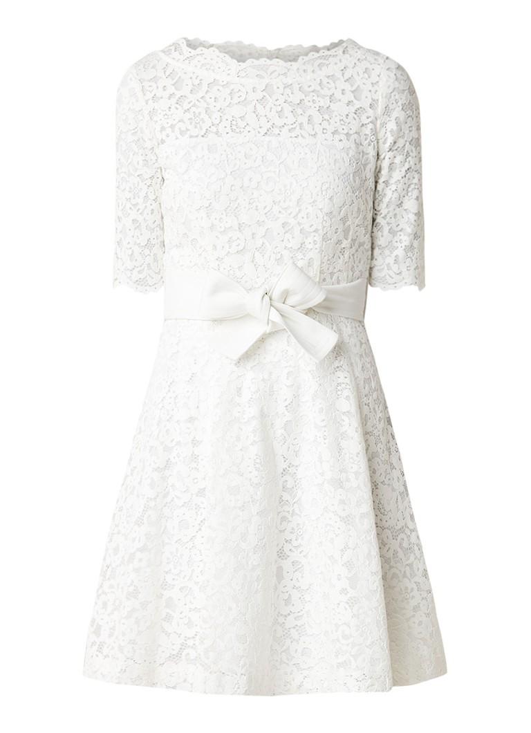 Claudie Pierlot Roselie A-lijn jurk van guipure kant en strikceintuur gebroken wit