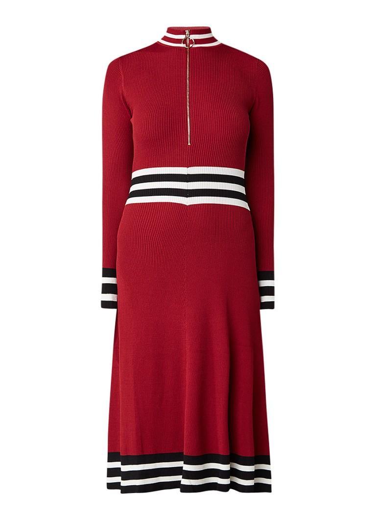 Maje Reinette ribgebreide jurk met gestreept boord bordeauxrood