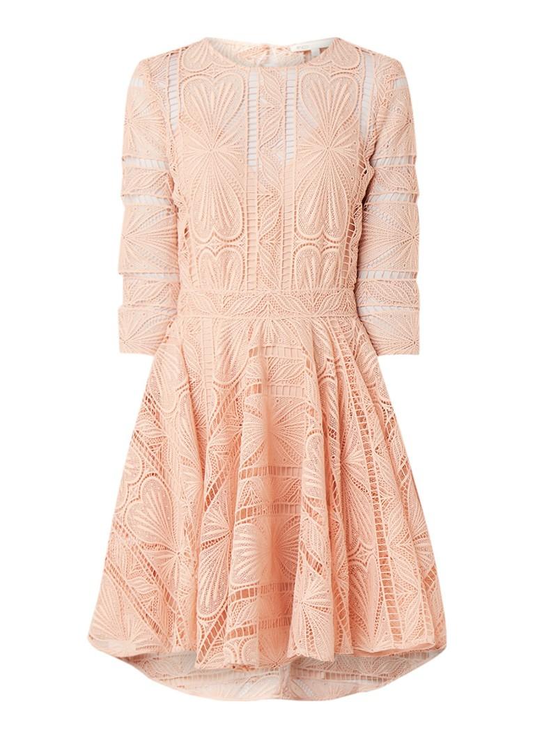 Maje Ripiza A-lijn jurk van guipure kant zalmroze