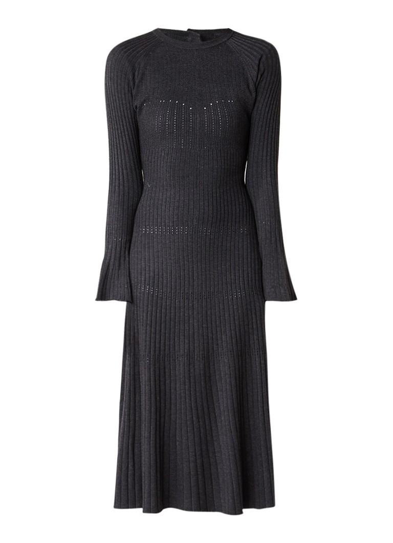 Sandro Ribgebreide jurk met trompetmouw en rugdecolleté antraciet