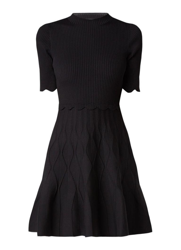 Sandro A-lijn jurk met ribgebreide top en ingebreid dessin zwart