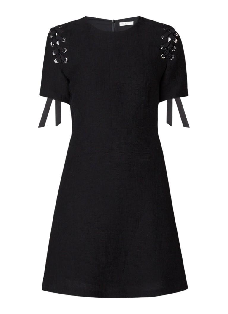 Sandro A-lijn jurk met ribstructuur en rijgdetail zwart