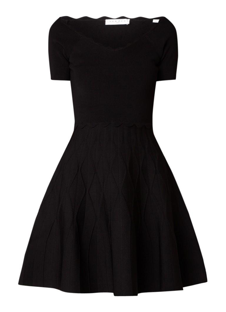 Sandro Fijngebreide A-lijn jurk met geschulpte bies zwart