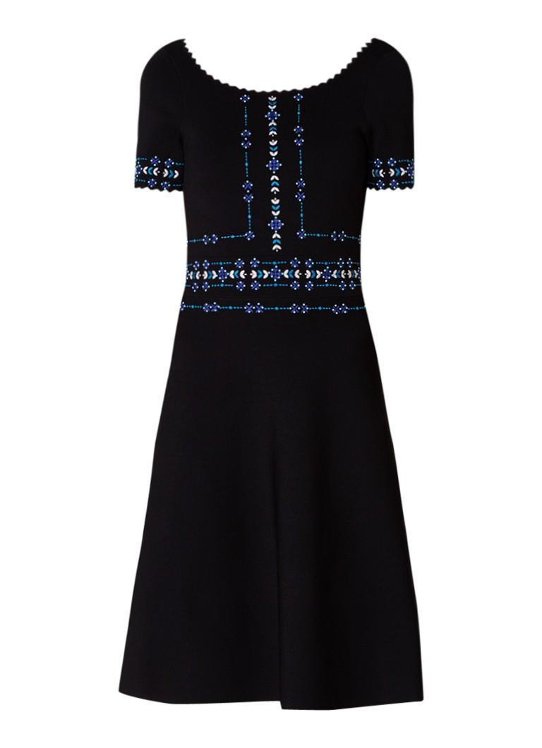 Sandro Fijngebreide A-lijn jurk met borduring en geschulpte boord zwart
