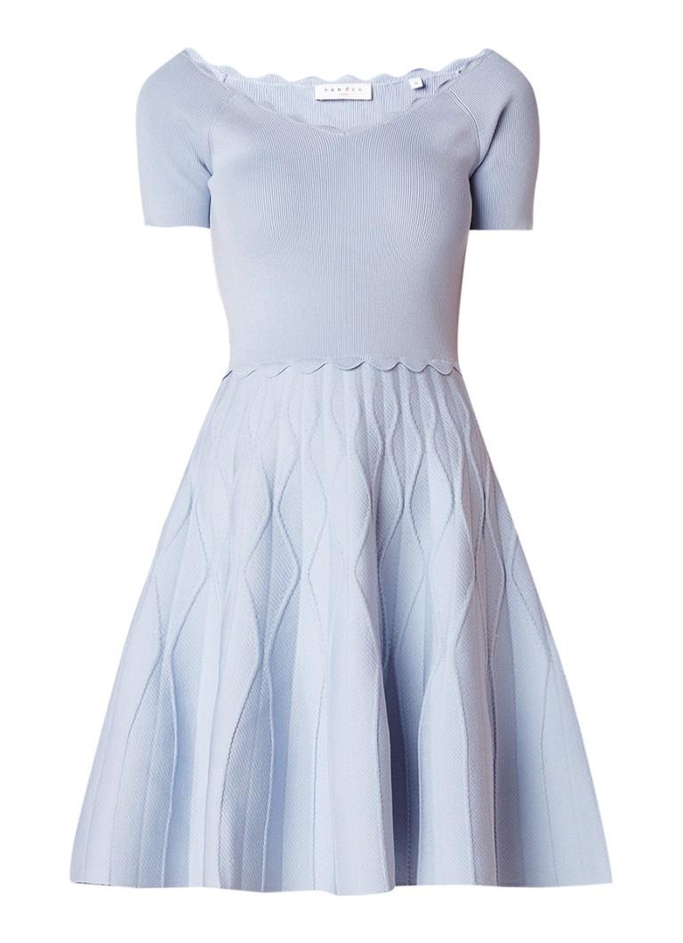 Sandro Fijngebreide A-lijn jurk met geschulpte bies lichtblauw