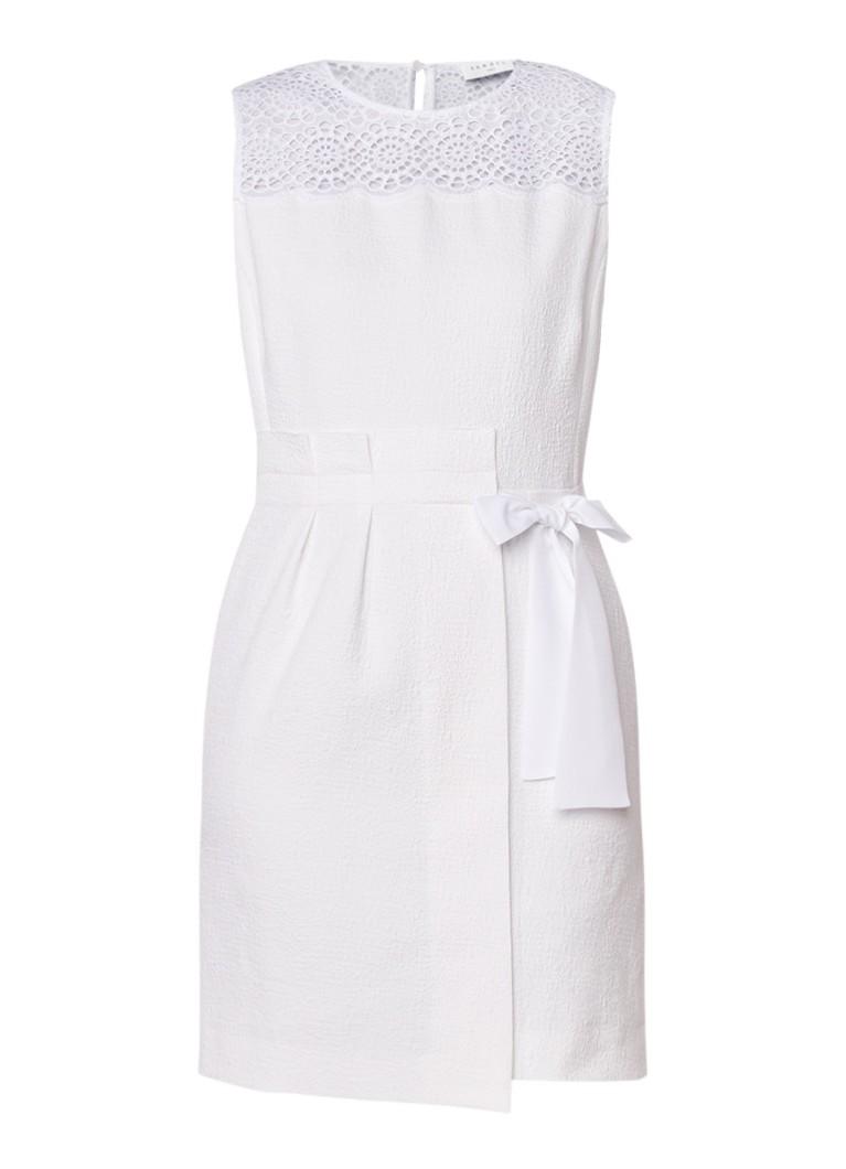Sandro Mini-jurk met asymmetrisch strikceintuur en broderie gebroken wit