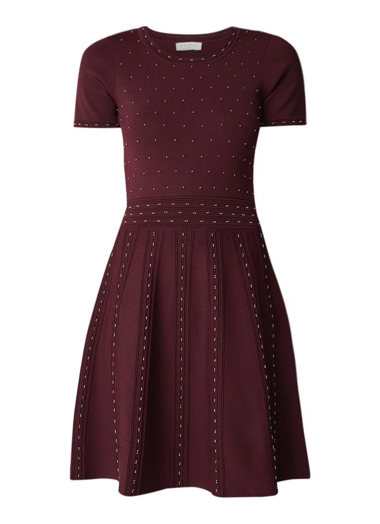 Sandro Fijngebreide A-lijn jurk met studs bordeauxrood