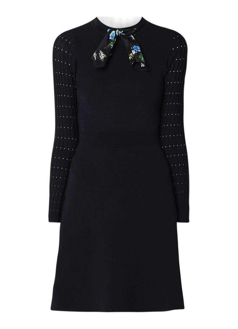 Sandro Fijngebreide A-lijn jurk met col en sjaaldetail zwart