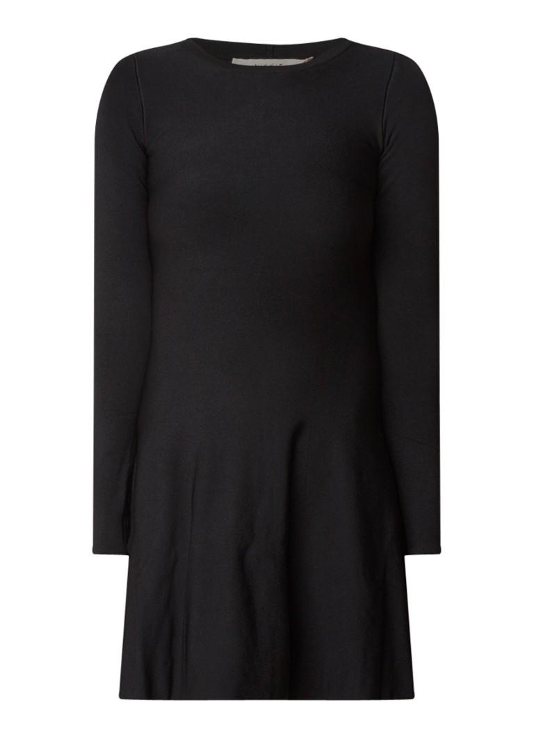 NIKKIE Jintha fijngebreide A-lijn jurk diepzwart