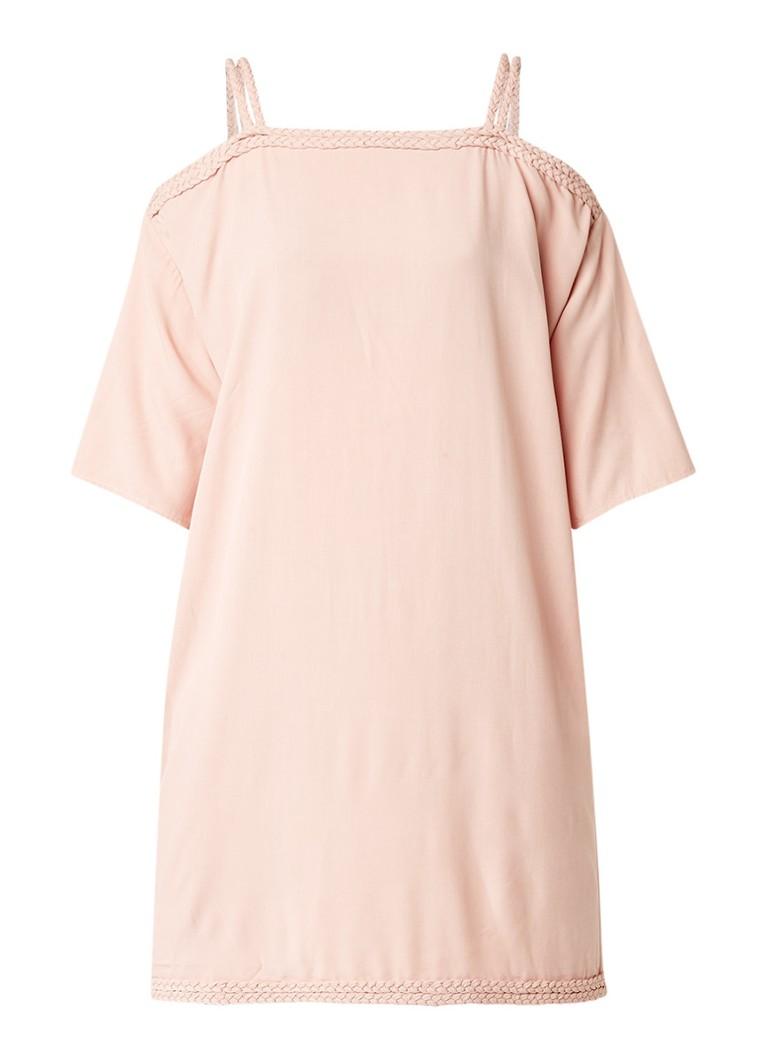 Nikkie Sutton Bardot cold shoulder jurk met gevlochten details
