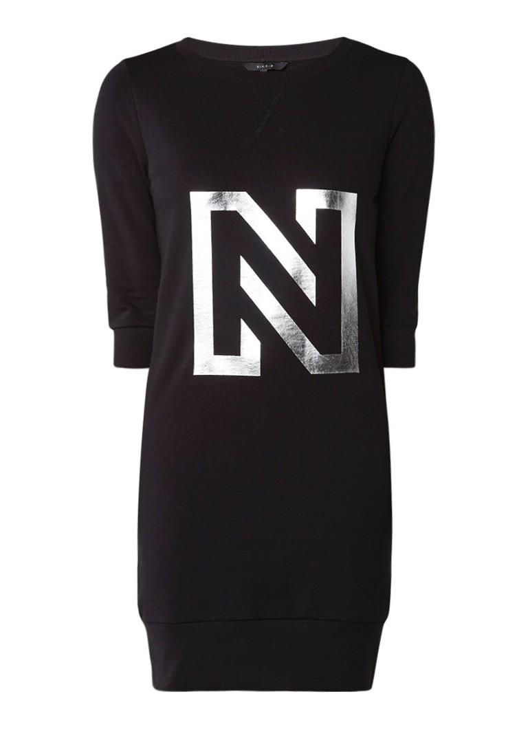 NIKKIE Sweaterjurk met logoprint zwart