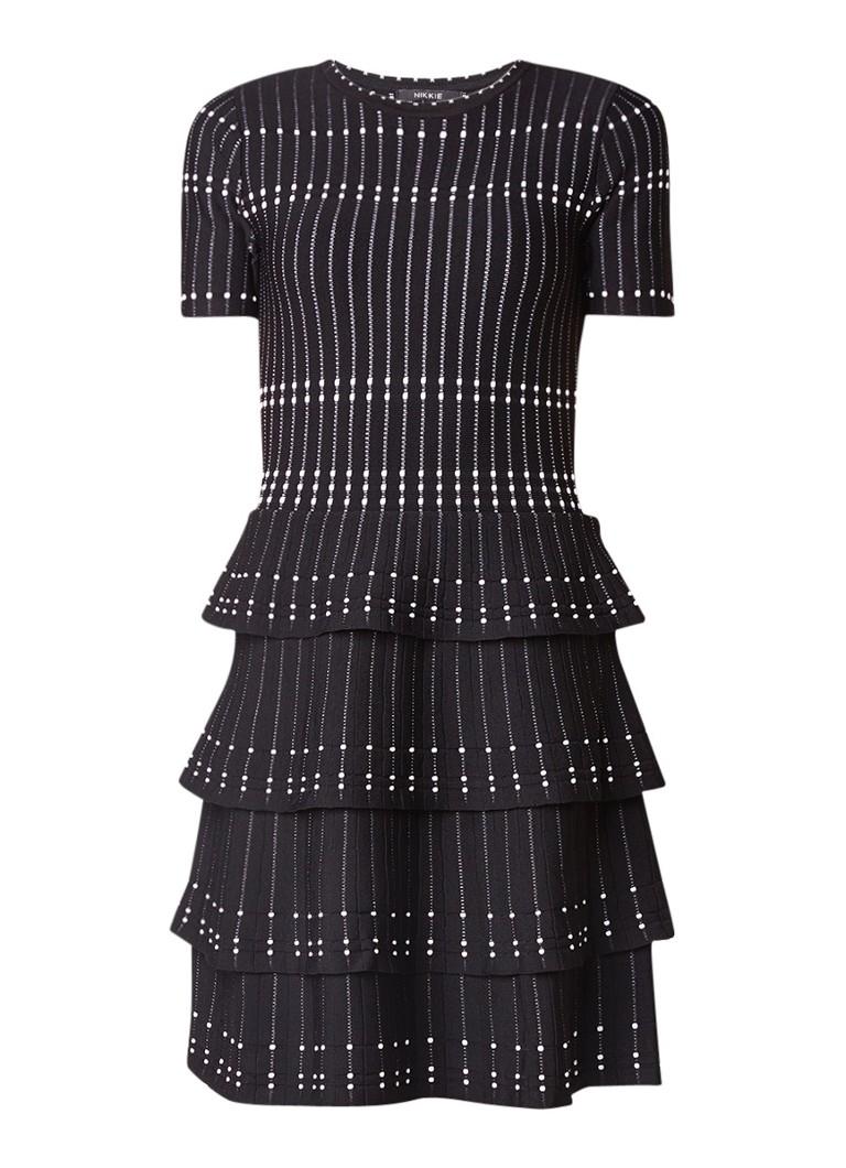 NIKKIE Jessi A-lijn jurk met lagen en ingeweven dessin zwart