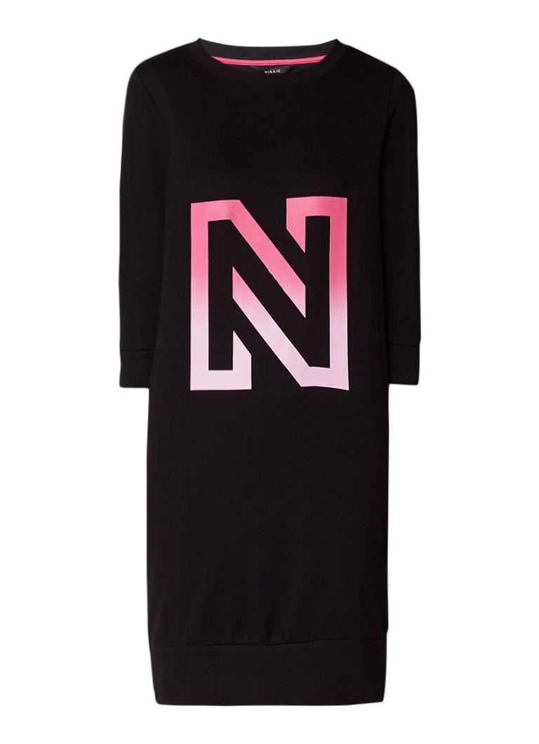 NIKKIE N sweaterjurk met logoprint zwart