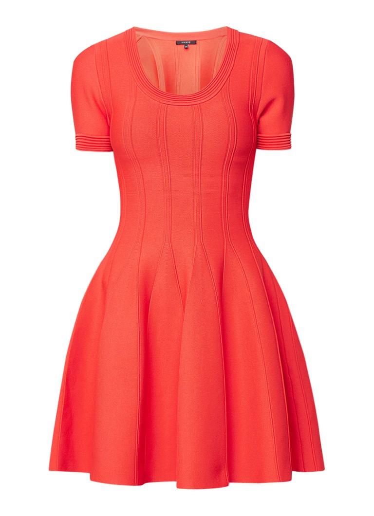 NIKKIE Juno mini-jurk met ingeweven plooien koraalrood