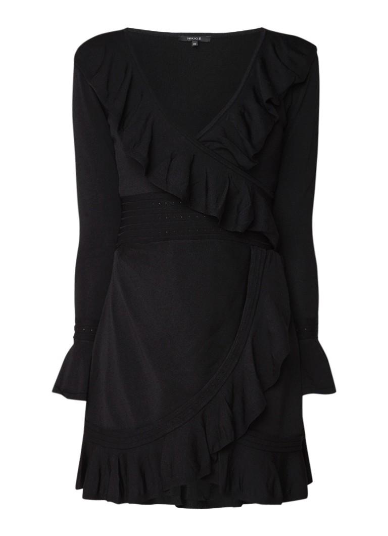 NIKKIE Jori fijngebreide jurk met ruches en overslag zwart