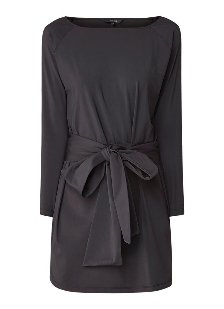 NIKKIE Suzy mini-jurk met strikcientuur zwart