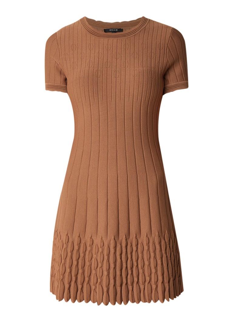 NIKKIE Jade fijngebreide A-lijn jurk met siernaden hazelnootbruin