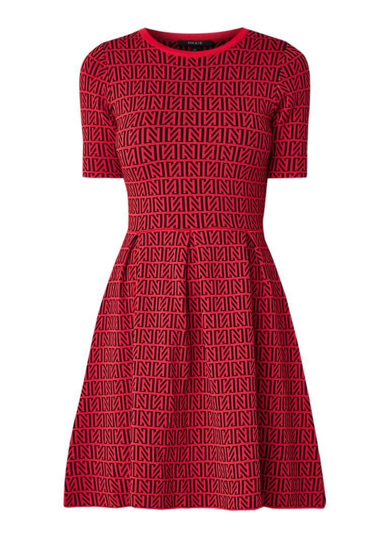 NIKKIE Perfect Logo fijngebreide jurk met ingebreid logodessin bruin
