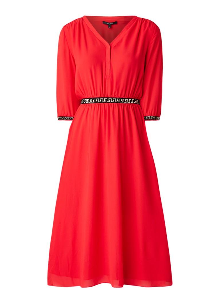 NIKKIE Leana loose fit midi-jurk met geborduurde details rood