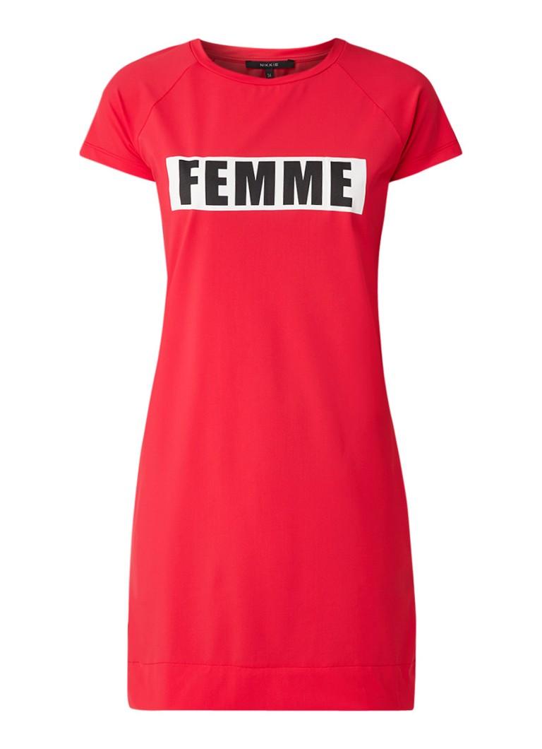 NIKKIE Suzy T-shirt jurk met flockprint rood