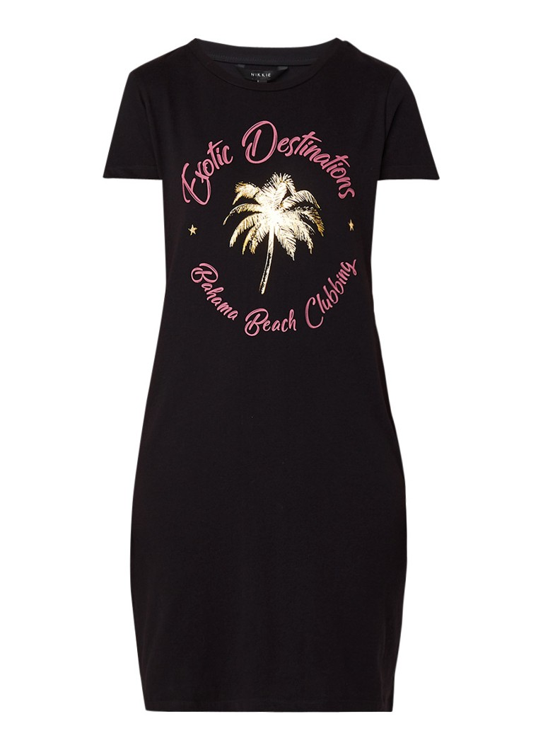 NIKKIE Exotic Destination T-shirt jurk met opdruk zwart