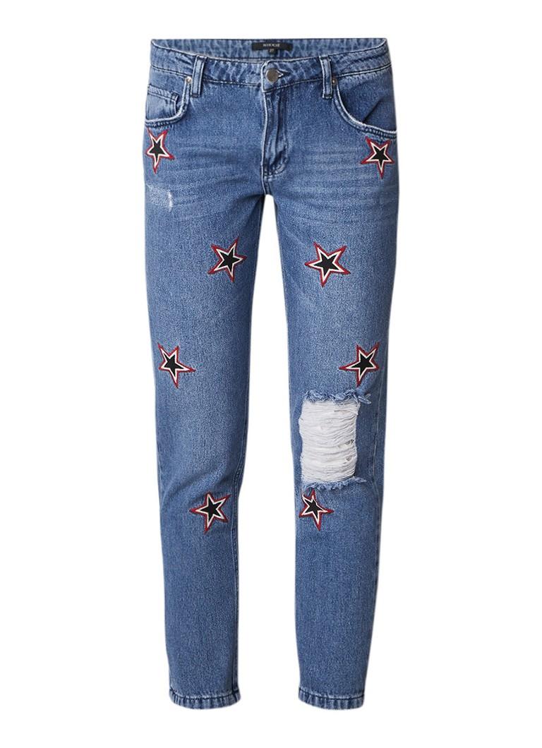 NIKKIE Star mid rise boyfriend jeans met geborduurde sterren