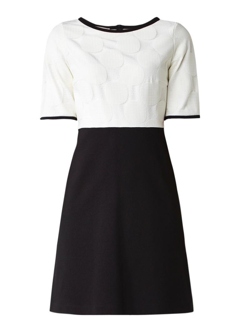 Vanilia A-lijn jurk met contrasterende overlay van kant zwart