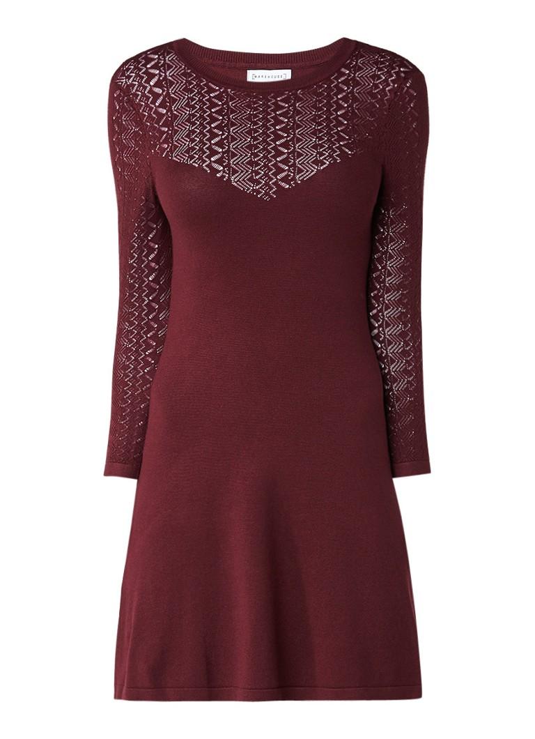 Warehouse Fijngebreide mini-jurk met opengewerkte details bordeauxrood