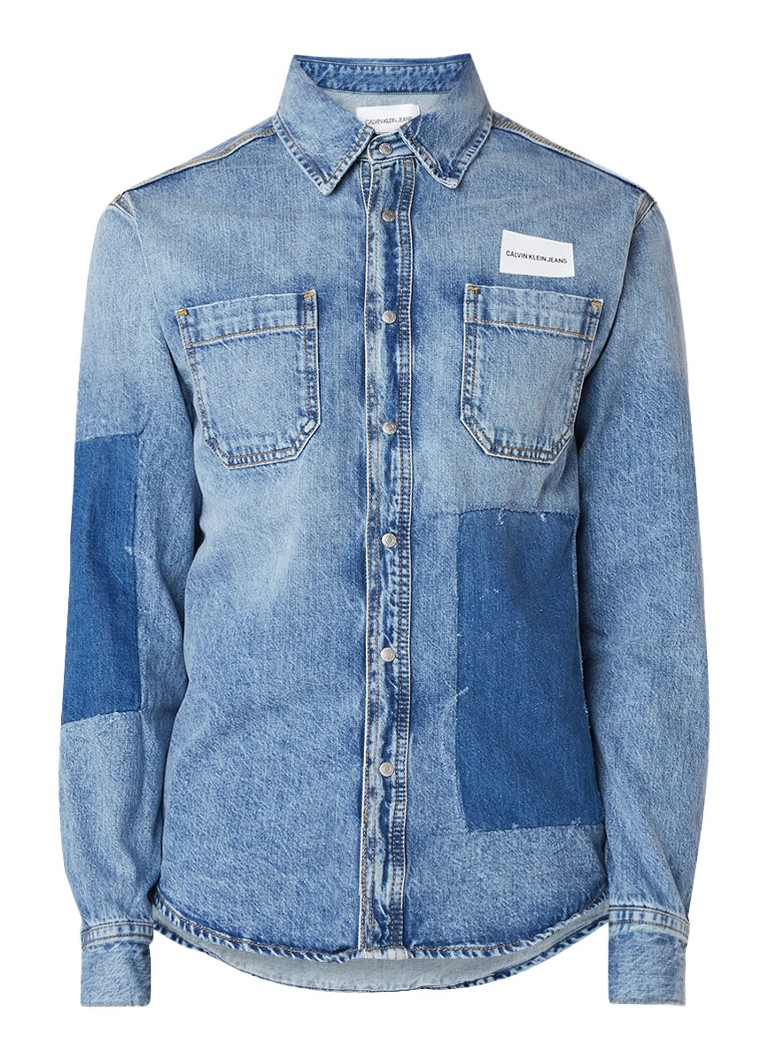 Calvin Klein Patched Utility comfort fit denim overhemd met drukknoopsluiting