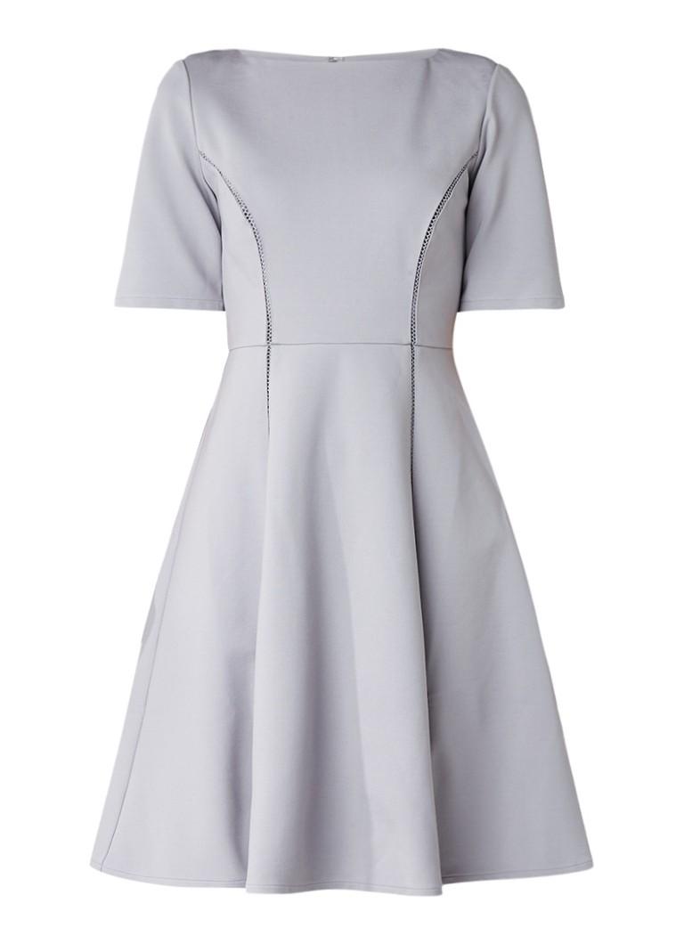 Reiss Tianna A-lijn jurk met opengewerkte bies lichtgrijs