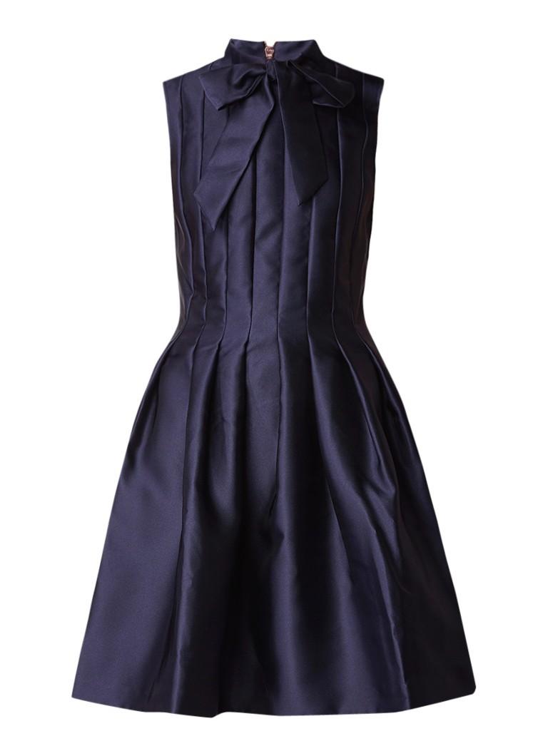 Ted Baker Doora geplooide A-lijn jurk van satijn met strik gebroken wit