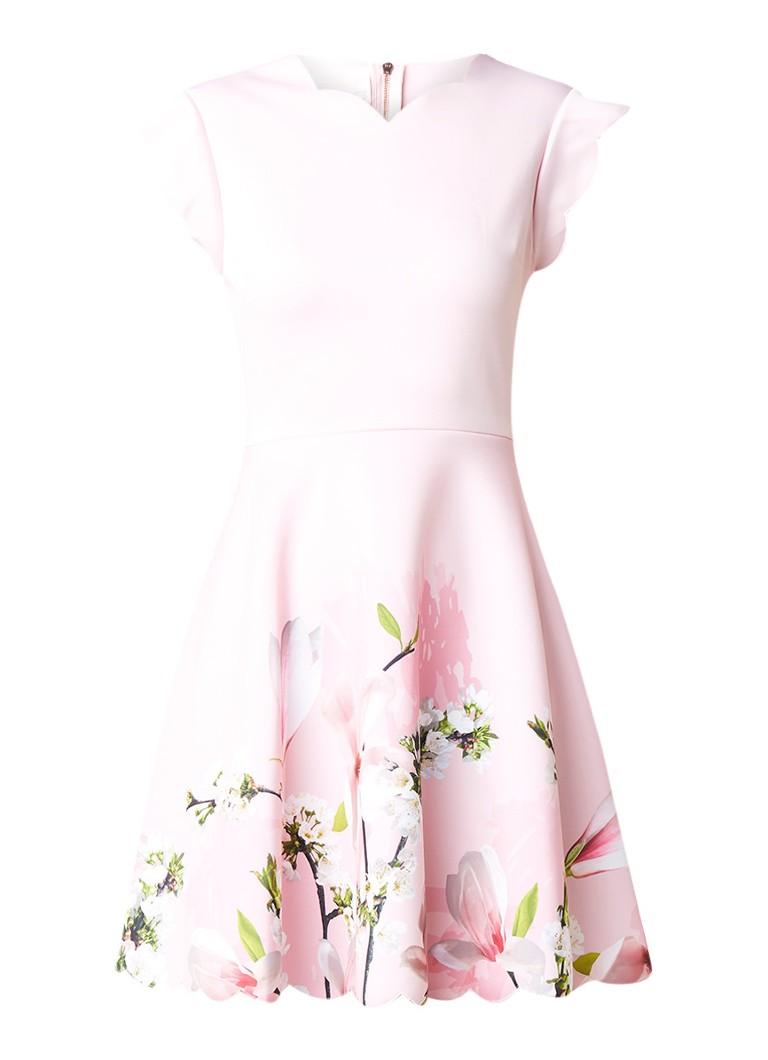 Ted Baker Harmony A-lijn jurk met geschulpte boord en bloemendessin roze
