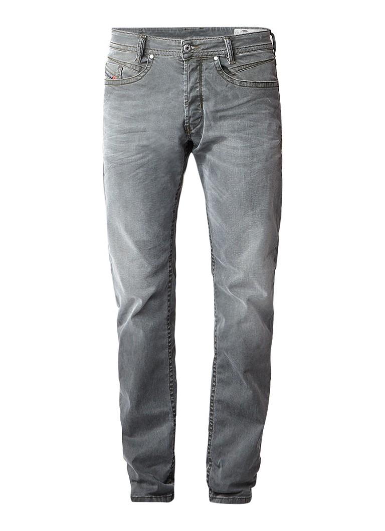 Diesel Akee regular slim tapered jeans met stretch 0699P