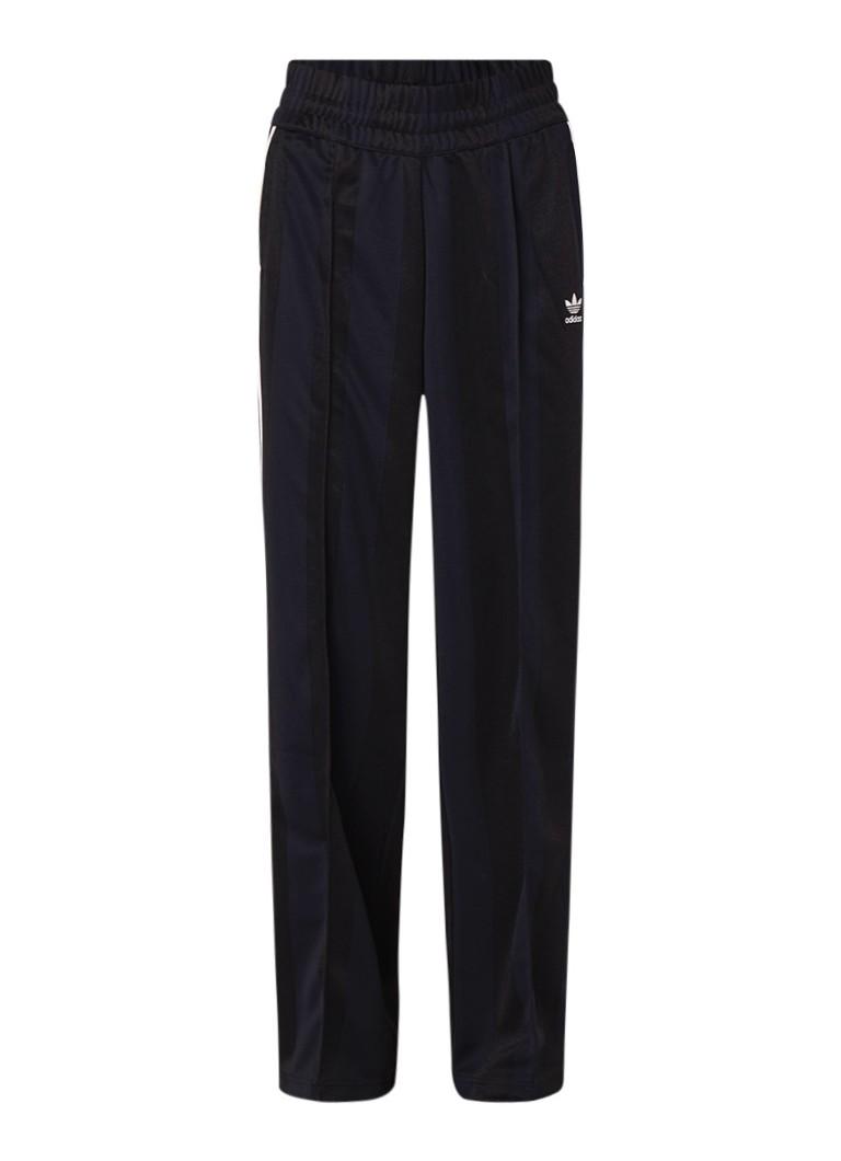 Image of adidas Track pants met persplooi en streepdetail