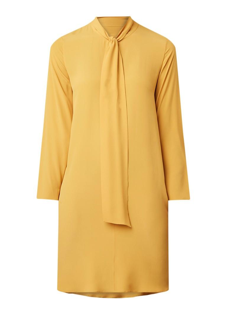 Luisa Cerano Loose fit midi-jurk in zijdeblend met strikkraag okergeel