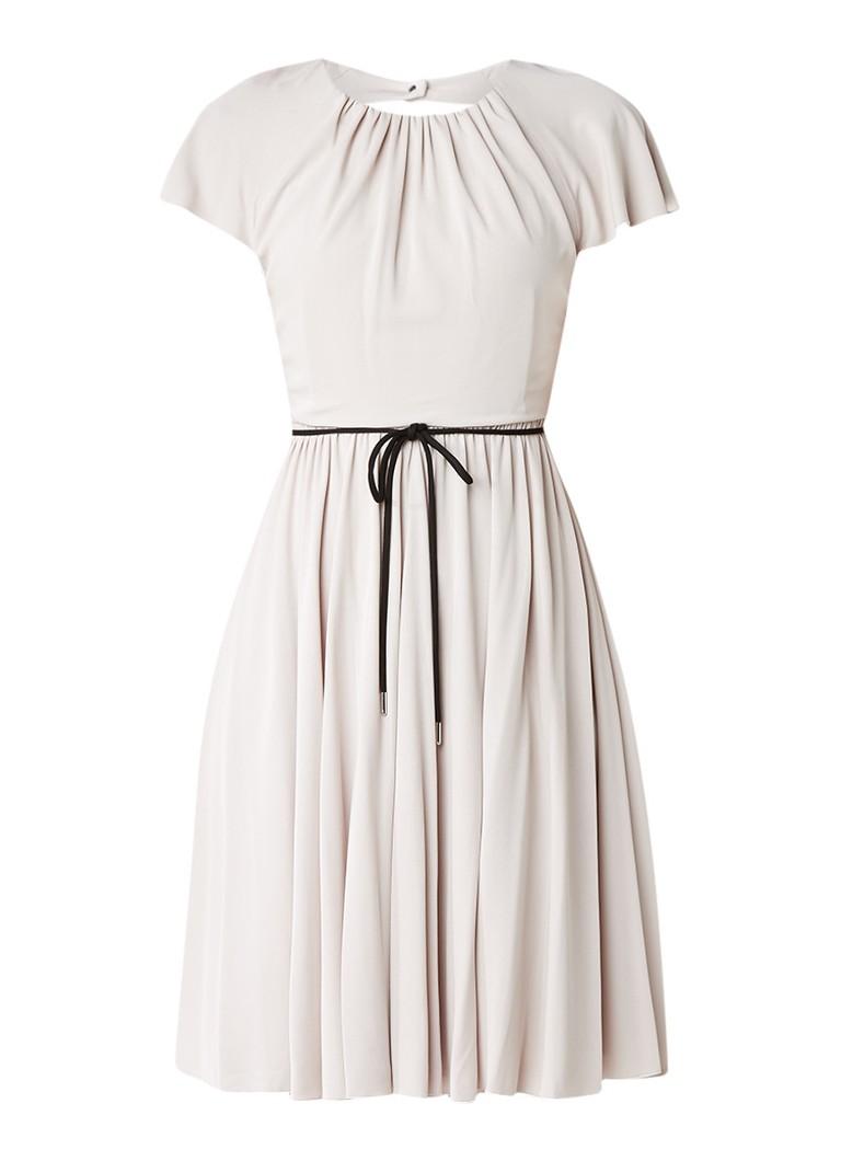 Karen Millen A-lijn jurk met plooirok en ceintuur beige