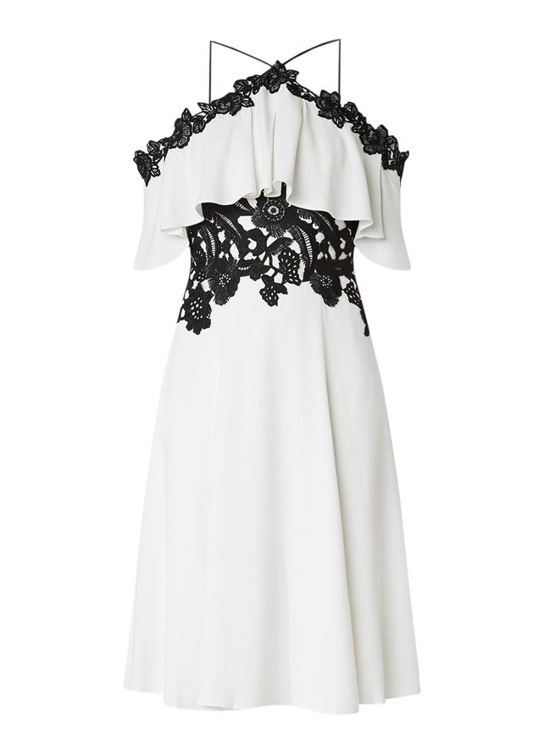 Karen Millen Cold shoulder A-lijn jurk met volant en contrasterend guipure kant gebroken wit