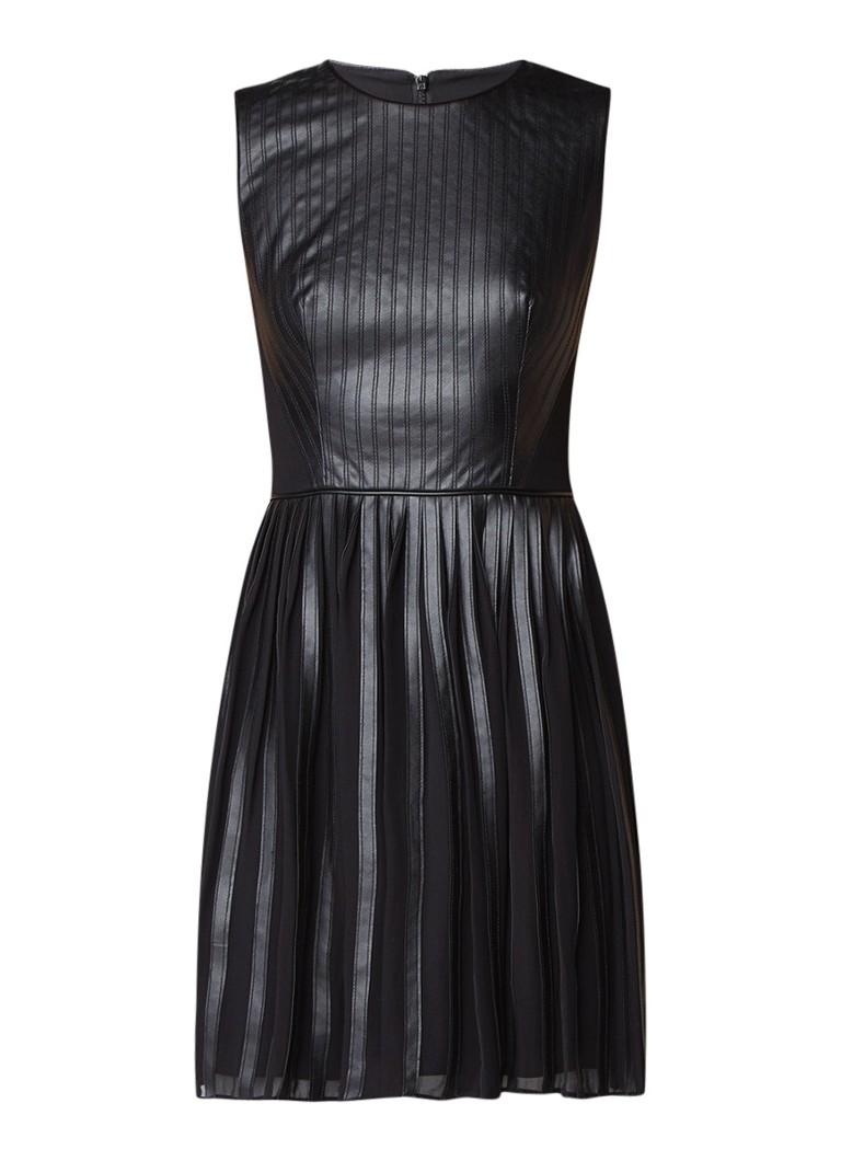 Karen Millen A-lijn jurk van imitatieleer met plissé zwart