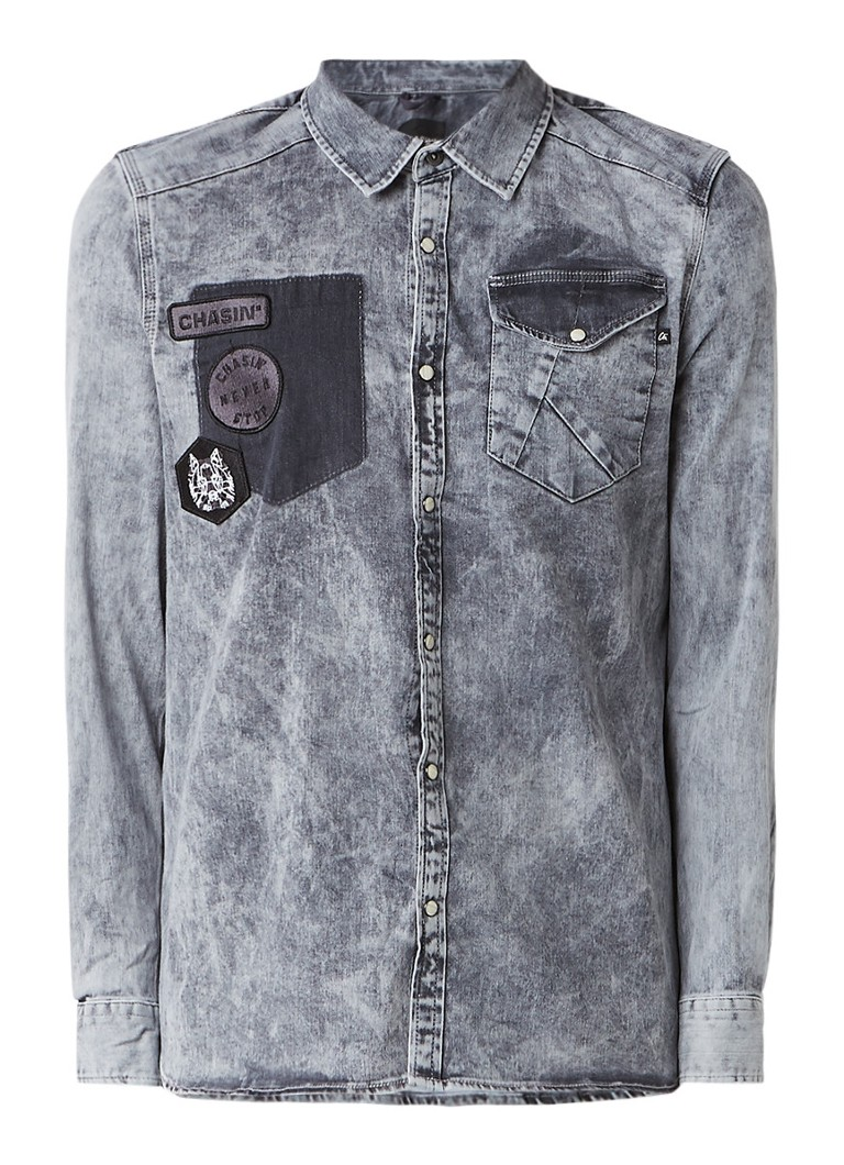 Chasin Colt slim fit denim overhemd met patches en acid wash