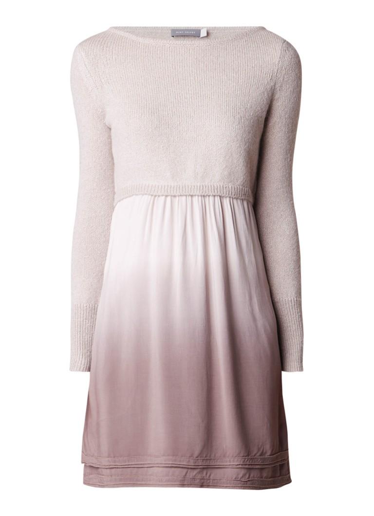 Mint Velvet Mocha gebreide jurk met underlay van satijn lichtbruin