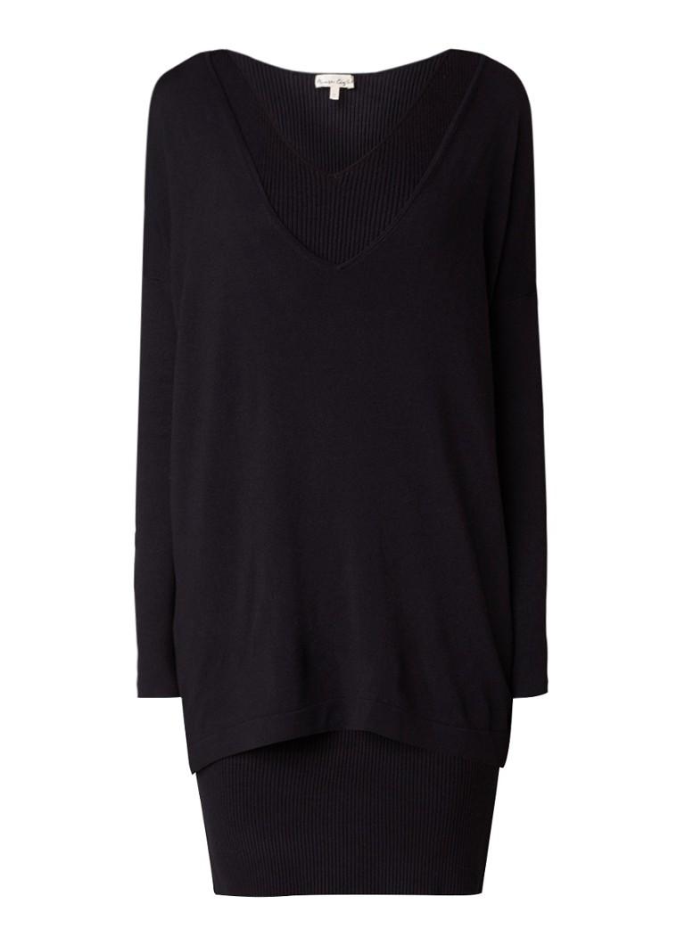 Phase Eight Denisse fijngebreide mini-jurk met overlay en V-hals zwart