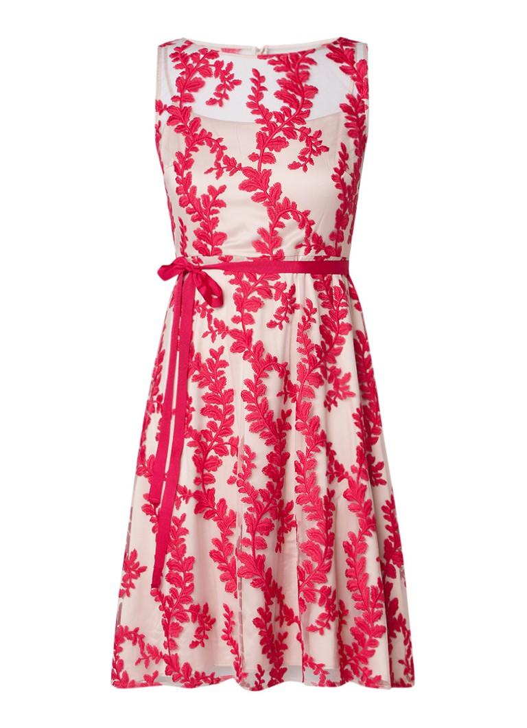 Phase Eight Adele A-lijn jurk van mesh met bladdessin donkerroze