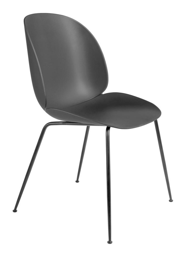 Gubi Beetle stoel met zwart stalen onderstel