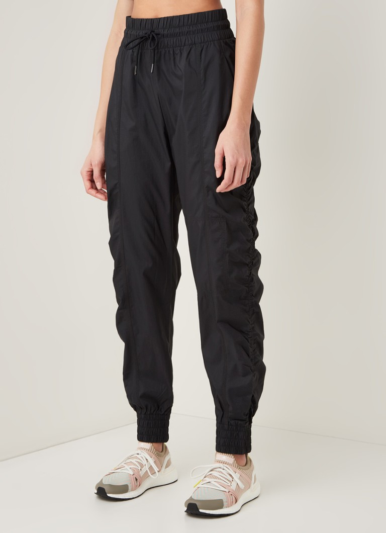 adidas - Loose fit trainings trackpants met WIND.RDY - Zwart